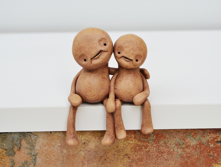 Zeno_alien_beings_surreal_sculpture_sitting_shelf_brown_beige_cropped