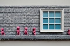 c49-window_brick_wall_sculpture_pink_beings