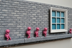 window_brick_wall_sculpture_pink_beings_angle_(2)
